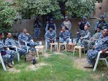 Planeamiento iraquí de la policía nacional imagenes de archivo