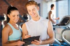 Planeando seu tempo no gym fotografia de stock royalty free
