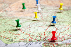Planear com pushpins Fotografia de Stock Royalty Free