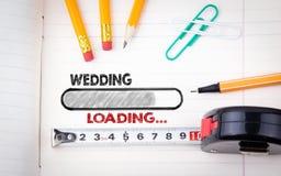 Planejador Notebook do casamento lápis, pena e fita métrica em um fundo de papel Fotografia de Stock Royalty Free