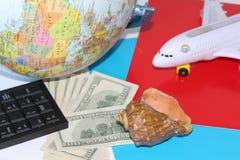 Planejando uma viagem em todo o mundo No feriado com a família inteira fotografia de stock royalty free