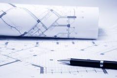 /Planen Gebäudemodell und Entwurfswerkzeuge auf Bau Stockfotos