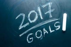 Planen Sie eine Liste von Zielen für 2017 auf Tafel Stockfotografie
