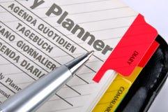 Planen Sie Seite der Notizblock- und Splittergraufeder Stockfotos