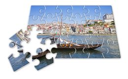 Planera din portugisiska ferie - begrepp i pusselform - typiska portugisiska fartyg som används tidigare för att transportera den royaltyfri foto