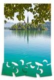 Planera en tur till den bl?dde sj?n, den mest ber?mda sj?n i Slovenien med ?n av den kyrkliga Europa - Slovenien - begreppsmage i royaltyfri bild