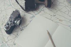 Planera ett lopp med en kamera och en översikt royaltyfri bild