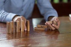 Planera, risk- och rikedomstrategi i affärsidéen, risk och arkivfoton
