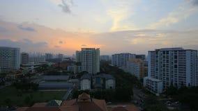 Planerad allmännyttanutveckling i det Eunos området i Singapore på solnedgången Timelapse