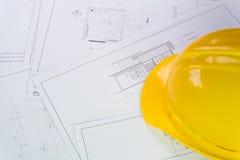 Planes arquitectónicos y herramientas para remodelar un hogar Foto de archivo libre de regalías