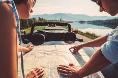 Planes autos de los viajeros de los pares itinerarios Foto de archivo libre de regalías
