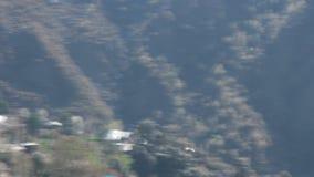 Planes de la cometa de la cresta del canto al valle himalaya almacen de video