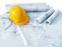Planes de la construcción y sombrero duro Imágenes de archivo libres de regalías