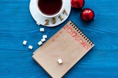 Planes por Año Nuevo en la opinión superior del fondo de madera Fotografía de archivo libre de regalías