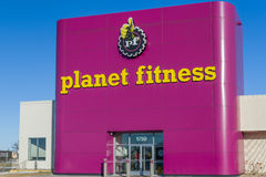Planet Fitness Exterior and Logo