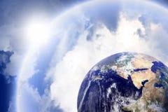 Planet mit schützendem Schild stockfoto