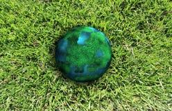Planet und grünes Gras Lizenzfreie Stockfotografie