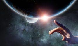 Planeta conmovedor con el finger imágenes de archivo libres de regalías