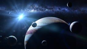 Planeta Júpiter con algunas de las 79 lunas sabidas encendidas por el Sun y la galaxia de la vía láctea foto de archivo
