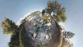 Planeta minúsculo do panorama esférico Gaivota em um monastério da lagoa filme