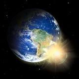Planeta verdadero de la tierra. Prominencia solar del punto. Imagen de archivo libre de regalías