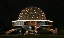Planetarium alla notte immagine stock