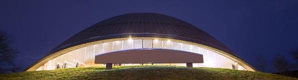 Planetarium bochum Tyskland på natten Royaltyfri Bild