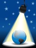 Planeten-Erde auf Himmelstufe im Scheinwerfer Lizenzfreie Stockfotos