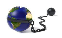 Planeten-Erde gebunden an einem Klotz am Bein Lizenzfreies Stockfoto