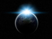 Planeten-Erde mit steigender Sonne Stockbilder