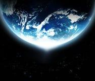 Planetenerde mit der Sonne, die vom Raum-ursprünglichen Bild von der NASA steigt Stockbild