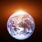 Planetjord från utrymmet med resningsolen kosmisk liggande royaltyfri illustrationer
