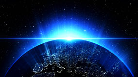 Planetjord i universum eller utrymme, jord och galaxen i en nebulosa fördunklar Arkivbild