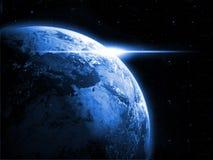 Planetjord med soluppgång i utrymmet Arkivbilder