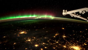 Planetjord och Aurora Borealis som ses från internationella rymdstationen ISS Beståndsdelar av denna video som möbleras av NASA arkivfilmer