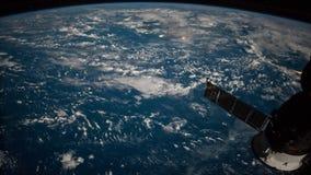 Planetjord som ses från ISSEN Härlig planetjord som observeras från utrymme Jord för skytte för Nasa-tidschackningsperiod från ut royaltyfri illustrationer