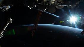 Planetjord som ses fr?n ISSEN Utforskning av rymden av planetjord p? natten Best?ndsdelar av denna video som m?bleras av NASA lager videofilmer