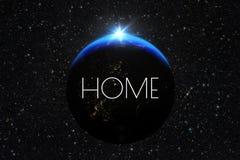 Planety ziemia z wschodem słońca Tekst etykietki dom Zdjęcie Royalty Free