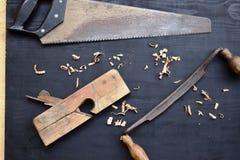 Planeuse en bois, kit antique d'ool d'outils de bricolage pour la menuiserie, sciure en bois, image stock