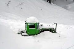 Planierraupe abgedeckt mit Schnee Stockfotografie