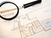 Planificación comprar el hogar de lujo del ático Foto de archivo libre de regalías