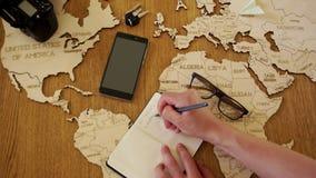 Planificación de un viaje a Alemania Resto en Europa, agencia de viajes Días de fiesta de la familia, días de fiesta de escuela almacen de metraje de vídeo