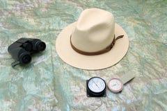Planificación de un viaje a la montaña imágenes de archivo libres de regalías