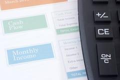 Planificador del presupuesto con la calculadora negra Imagenes de archivo