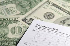 Planificateur d'an sur des dollars photographie stock libre de droits
