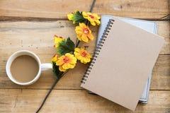 Planificateur de carnet pour le style ?tendu plat de disposition de travail d'affaires photo libre de droits