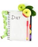 Planification d'un régime. Cahier, crayon et pommes Photos stock