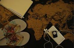 Planification d'un voyage sur la carte du monde photos stock
