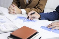 Planification de comptabilité, gestion de portefeuille, rencontrant des conseillers, examen de gestion, présentation des idées image stock