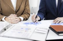 Planification de comptabilité, gestion de portefeuille, rencontrant des conseillers, examen de gestion, présentation des idées photographie stock